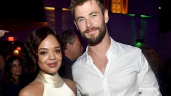 Chris Hemsworth e Tessa Thompson ad un party
