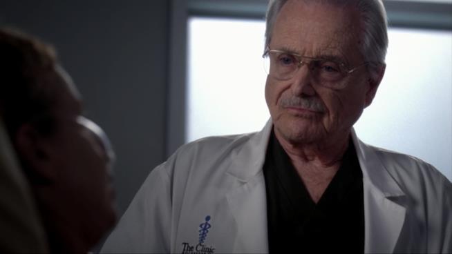 Craig Thomas, amico e mentore di Cristina, morirà in sala operatoria