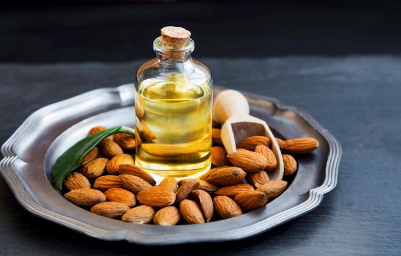 Benefici, proprietà e modi d'uso dell'olio di mandorle dolci