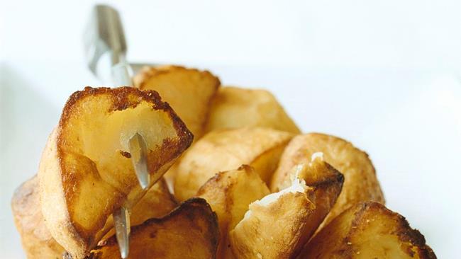 Patate al forno con rosmarino e pepe