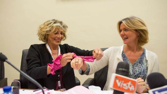 Il Ministro Beatrice Lorenzin con la Prof. Adriana Bonifacino alla conferenza stampa di Frecciarosa