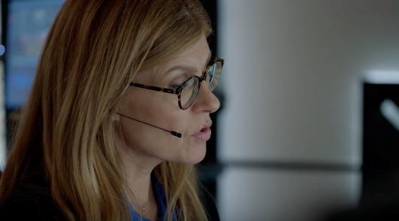 911: Abby in una scena dal quarto episodio della prima stagione