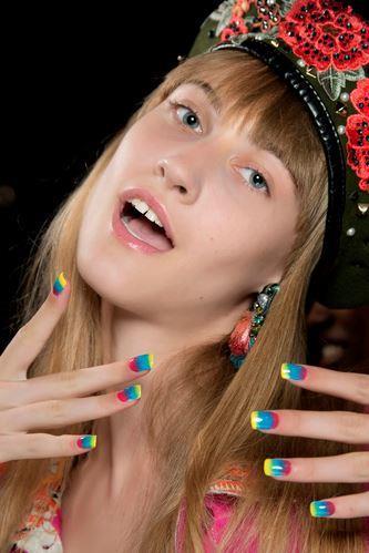 Manicure arcobaleno