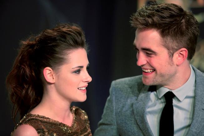 Robert Pattinson e Kristen Stewart sorridenti