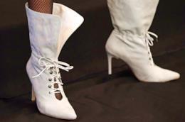 Un paio di stivali bianchi di tendenza per l'autunno inverno 2018-19