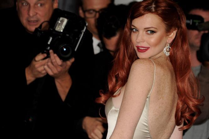 Un intenso primo piano di Lindsay Lohan