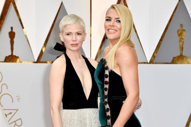 Busy Philipps e Michelle Williams sul red carpet degli Oscar
