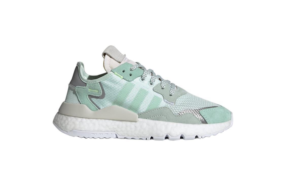Sneaker modello vintage Adidas suola bianca e tomaia in tre tonalità di verde