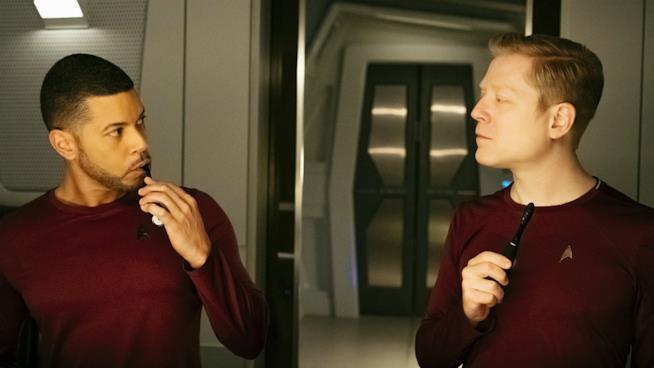 Anthony Rapp e Wilson Cruz in una scena dell'episodio Choose Your Pain in Star Trek: Discovery
