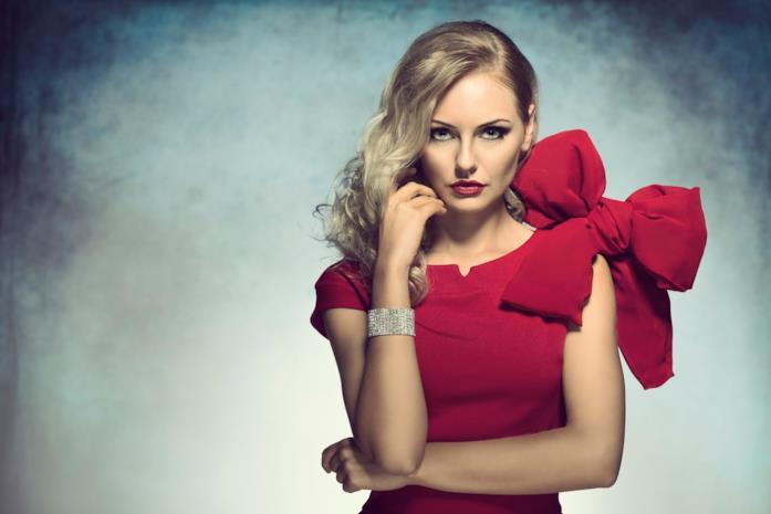 Rosso e fiocchi per un outfit di Natale