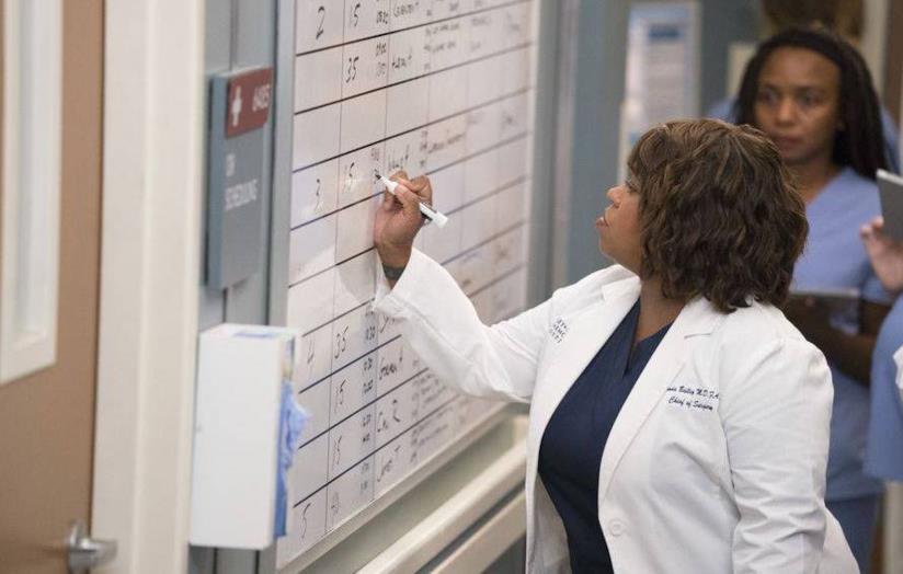 Miranda Bailey interpretata da Chandra Wilson in una corsia del Grey Sloan Hospital