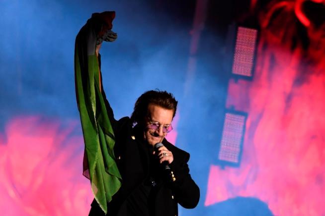 Bono Vox durante un concerto degli U2