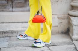 7 sneakers super trendy da comprare con i saldi