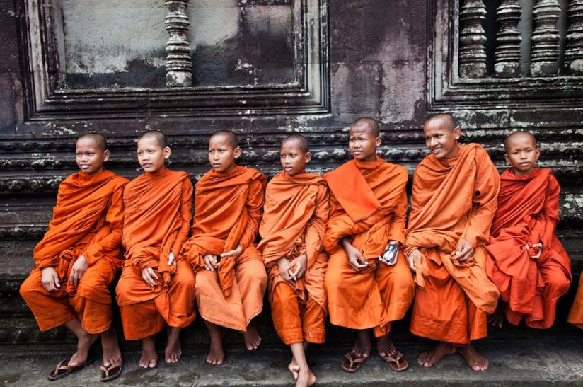 Monaci di Angkor Wat in Cambogia