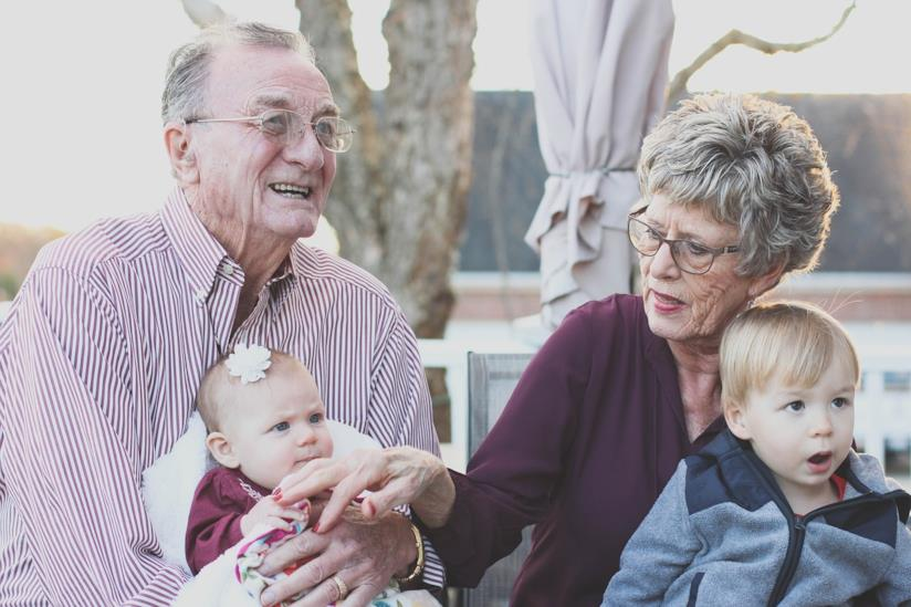 I nonni con i nipoti