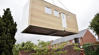 In Inghilterra sono state costruite e consegnate le prime mini casette di legno per i senzatetto