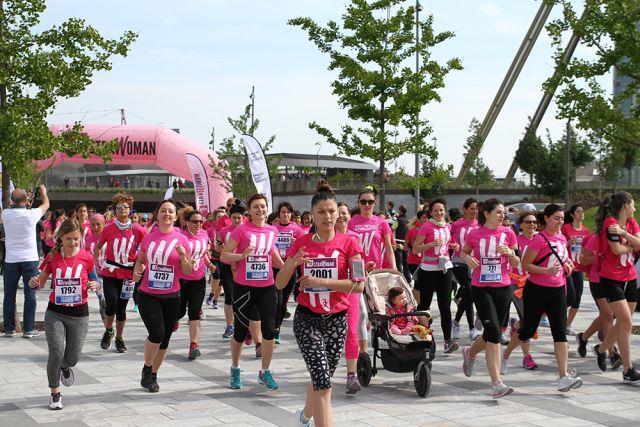 Donne impegnate nella marcia StraWoman