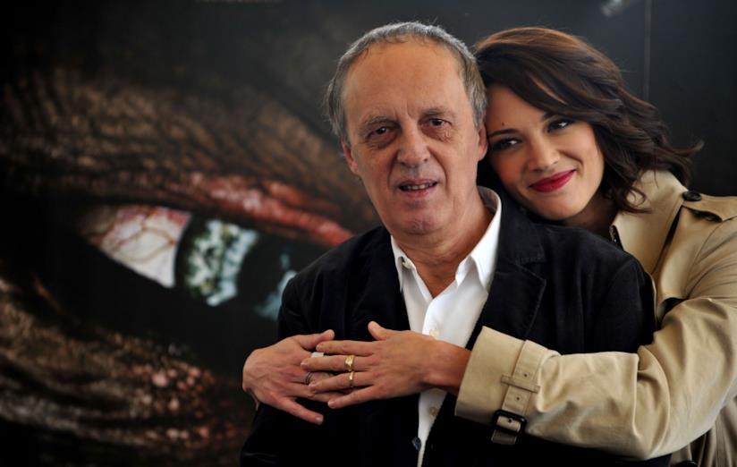 Dario Argento e Asia Argento abbracciati