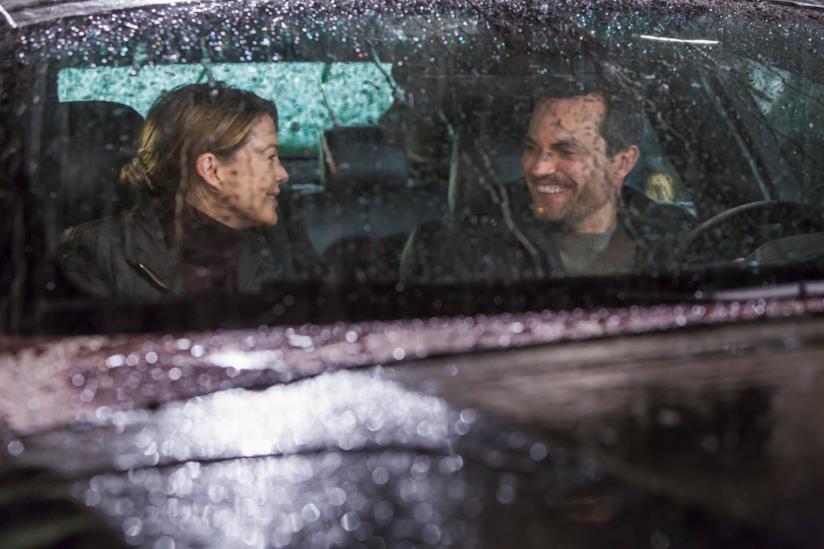 Meredith e Will si raccontano la loro giornata mentre mangiano patatine in macchina