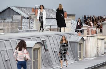Un momento della sfilata di Chanel