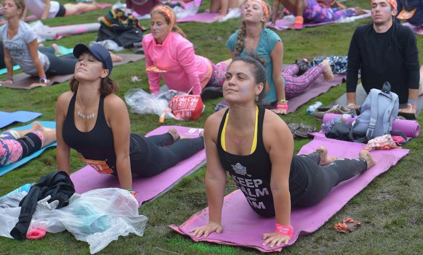Sessione di yoga al Wanderlust 108