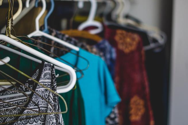 Cambio armadio come piegare vestiti e accessori senza stropicciarli