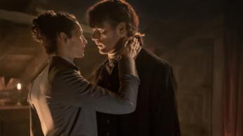 Claire e Jamie sul punto di baciarsi