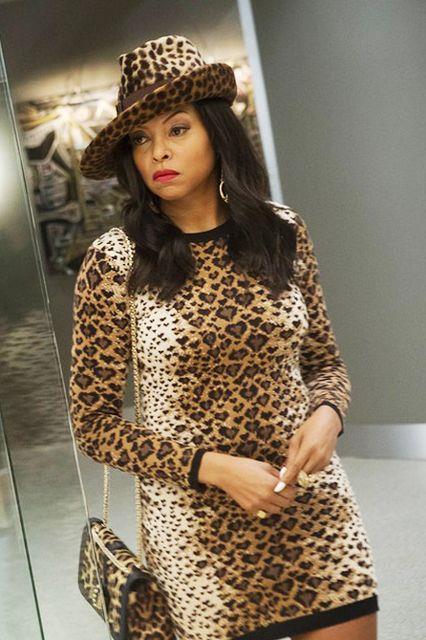 Cookie Lyon in look leopardato