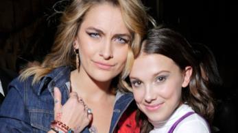 Paris Jackson con Millie Bobby brown