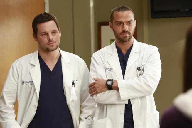 Justin Chambers e Jesse Williams in una scena di Grey's Anatomy