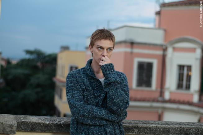 Antonia Liskova in una scena del cortometraggio La notte prima
