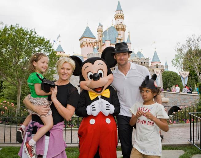 Hugh Jackman e la sua famiglia a Disneyland