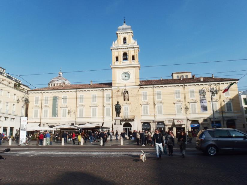 Piazza Garibaldi e la facciata di Palazzo del Governatore