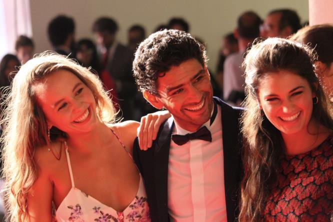 I tre portagonisti del film di Kechiche sorridono ai fotografi.