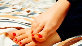 """Per piedi a prova di sandalo i trucchi di bellezza """"della nonna"""""""