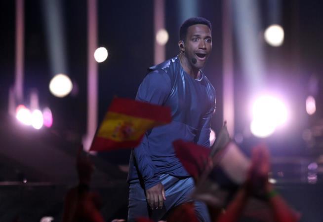 Cesár Sampson durante l'esibizione all'Eurovision 2018