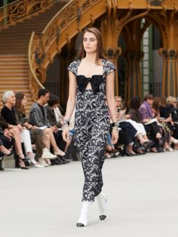 Sfilata CHANEL Collezione Donna Primavera Estate 2020 Parigi - CHANEL Resort PO RS20 0067