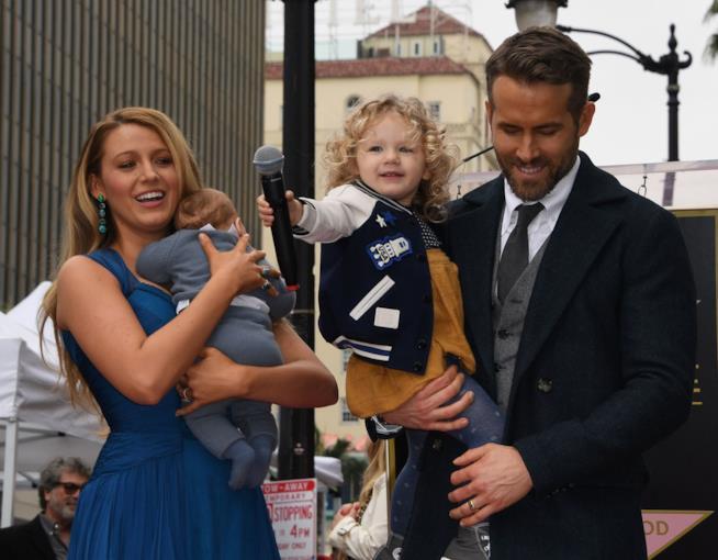 La famiglia di Blake Lively e Ryan Reynolds sulla Walk of Fame