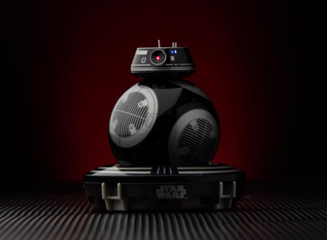 Il droide BB-9E sulla piattaforma di ricarica