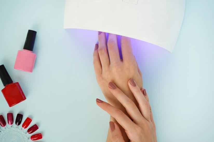 Manicure con lampada LED