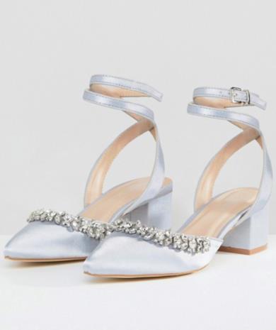 Scarpe in raso grigio decorate con tacco medio