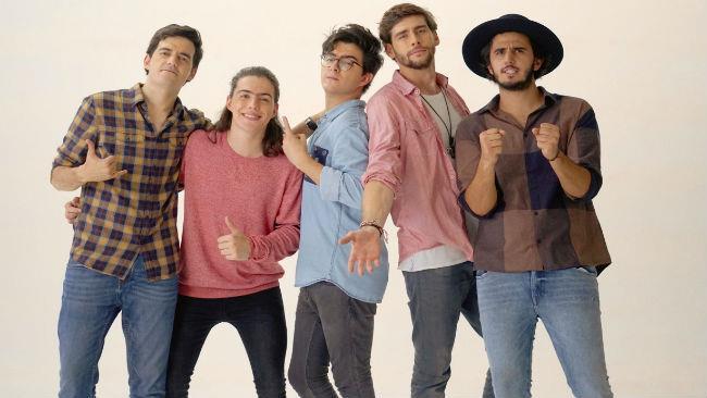 Alvaro Soler con i Morat, che hanno realizzato con lui Yo Contigo, Tú Conmigo