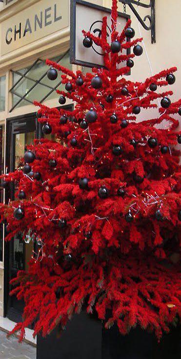 Albero di Natale rosso e nero