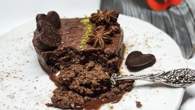 Piatto con dolce al cacao