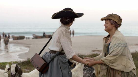 Annekje  stringe le mani di Claire