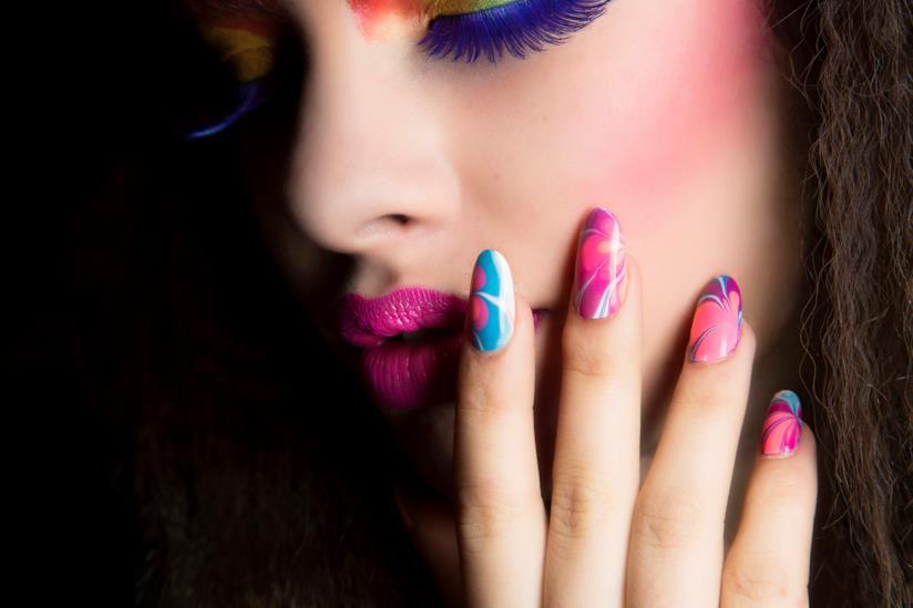 Nail art super colorata