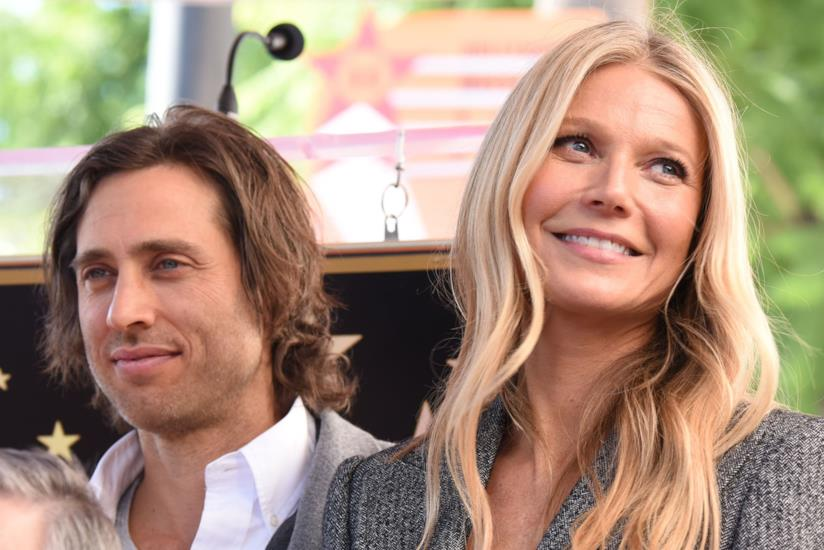 Gwyneth Paltrow con il marito Brad Falchuk sulla Walk of Fame