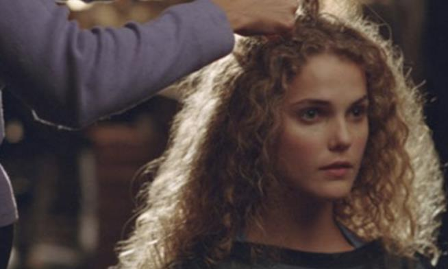 Felicity e il taglio di capelli in un'immagine promozionale