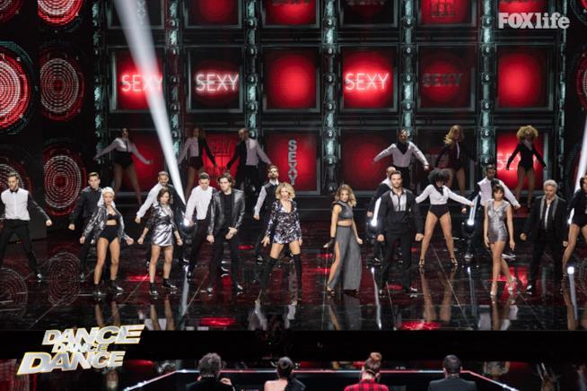 La prima esibizione di gruppo nel sesto serale di Dance Dance Dance 2
