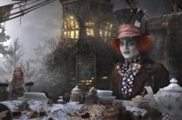 Johnny Depp è Mia Wasikowska in Alice nel paese delle meraviglie